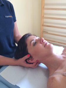 Aby poradzić sobie z bólem nie stosując farmakoterapii warto skorzystać z usług mobilizacji oraz masażu.